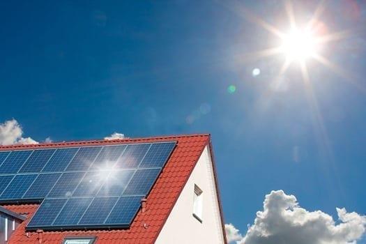 Solcelleanlæg på et tag i Nyborg, Fyn